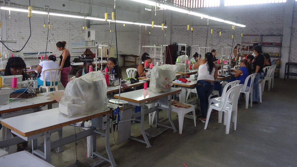 Matriculas abiertas curso confección y manejo de máquinas planas, fileteadora y collarín.